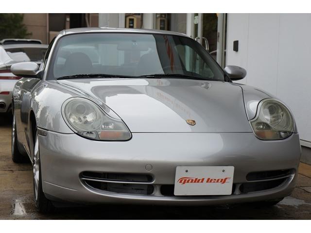 911カレラ4ティプトロニックS 996モデル人気のシルバー入庫しました。純正リトロニックHIDヘッドライト、サイドクリアウインカー、クリアウインカーテール等々嬉しい装備も満載です。是非ご覧ください。