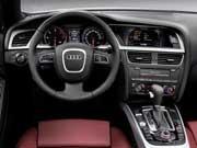 09年(H21)8月、新型時の3.2 4WDのインパネ。写真は欧州仕様のため、一部仕様が異なる場合があります
