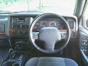 93年(H5)1月、新型時のラレード 4WDのインパネ