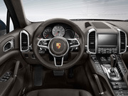 14年(H26)7月、MC時のターボ ティプトロニックS 4WDのインパネ。写真は本国仕様の為、一部異なる場合があります