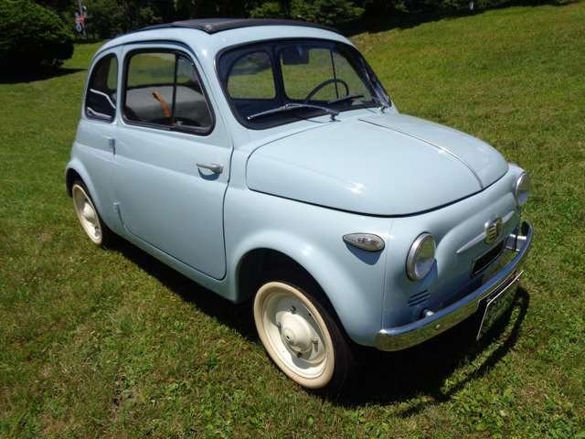ヌオーバ500(旧チンクエチェント)1957年製プリマ・セリエです。プリマ・セリエ(Prima Serie)とはイタリア語でファースト・シリーズの意味で、ここでは約5か月間販売されただけの最初期型のモデルを指します。