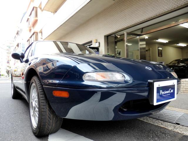 角度によって紺碧色から深緑に変貌する美しく妖艶なモンテゴブルーボディを持つNA後期特別仕様車。ショートストロークのシフトチェンジから類稀なコーナリング性能を引き出す軽さとシャーシ剛性が特筆モノです。