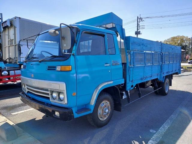 新4号出井北交差点、ばんどう太郎小山店様のすぐ近くにお店を構えております。トラックに関するご相談は是非当社にお任せください。