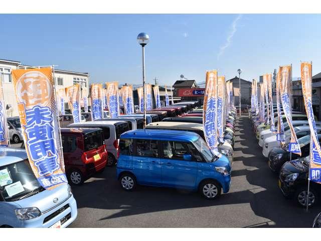 ずらりと並んだ展示場!オールメーカー、全車種を取り扱っておりますので、一度に比べて車を選ぶことが出来ます!