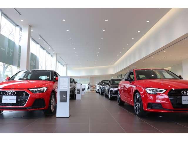 新車のショールームには、常時新型車を展示しております試乗車もご用意しておりますので、お気軽にお立ち寄り下さい。。