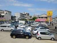 《月間取り扱い台数500台以上!》低価格車から様々な在庫を展示中です