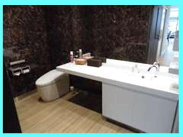 お手洗いもピカピカです。ベビーベッドや授乳室もございます♪