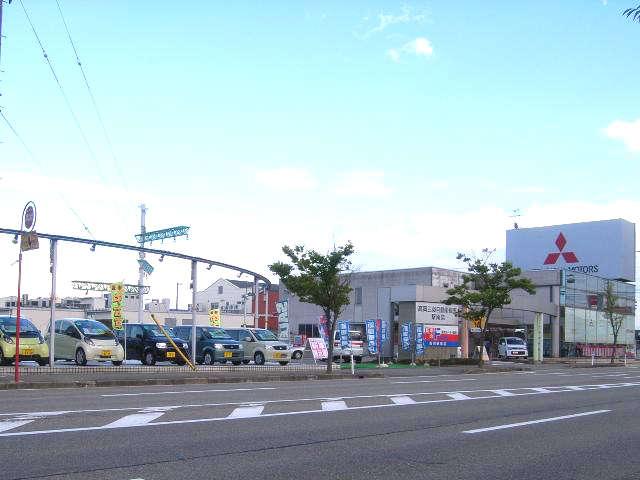 高岡三菱自動車販売(株) クリーンカー駅南 の店舗画像
