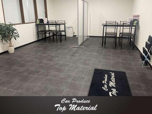 スタッフ一同お客様に喜んでいただけるよう、お車選びを精一杯サポートさせていただきます。
