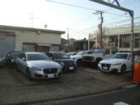 当社はお客様がゆっくりとお車をご覧いただけるように展示しております