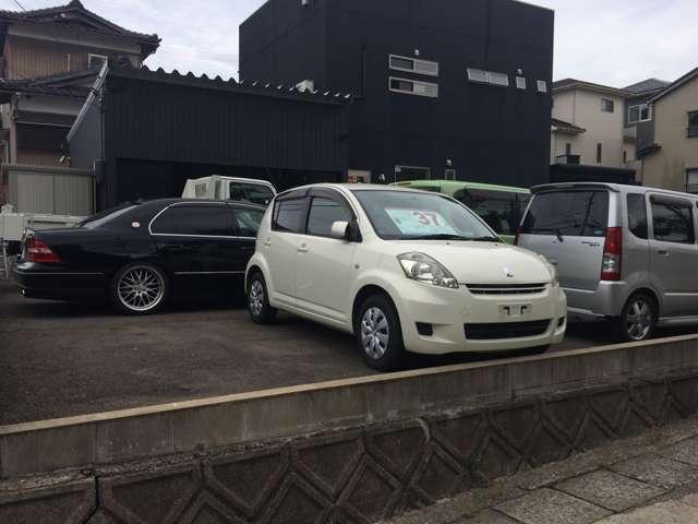 当店では国産・輸入車問わず、常時在庫5台以上取り揃えております。