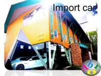 当店は正規ディーラー車専門店となり、世界に一台のこだわり車を豊富に屋内展示。