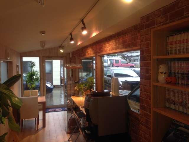 カフェ空間で、商談や修理作業時にお待ちの際もお寛ぎください!