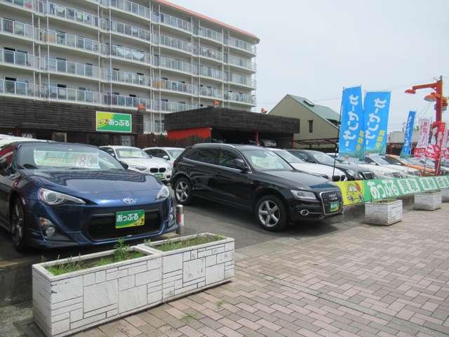 認証工場ならではの検査ラインでは熟練したメカニックが、毎日車検の規定検査を行います。