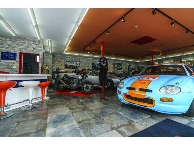 様々なジャンルのお車を取り扱っております。店内にはとても珍しいお車を展示しております。どうぞお気軽にご来店下さい。