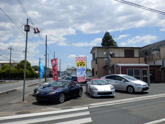 当店の事務所は交差点の角地にあります