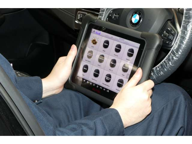 認証工場にてアナライザーを駆使した110項目にも及ぶ徹底整備点検の他、定期点検、車検等も受け付けております。