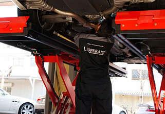 元ディーラー・輸入車専門工場の熟練メカニックのほか、 サービススタッフも在籍し迅速にお受入れが可能です。